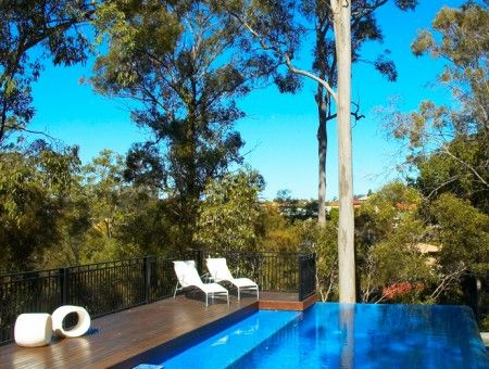 CARINA HEIGHTS POOLSCAPE